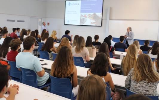 La Universidad Loyola lanza un programa pionero de mentoring para sus alumnas de Derecho